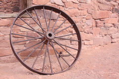 老生锈的轮子 免版税库存图片