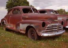 老生锈的轿车 免版税库存照片