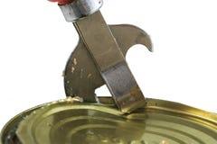 老生锈的金属刀子打开在白色被隔绝的ba的金属锡罐 免版税库存图片