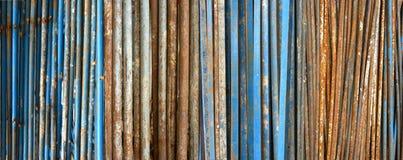 老生锈的金属管道 免版税库存照片