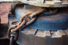 老生锈的铁链子特写镜头 库存图片