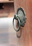 老生锈的铁门把手 免版税库存照片
