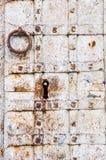 老生锈的铁门 免版税库存照片
