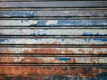 老生锈的铁门 免版税库存图片