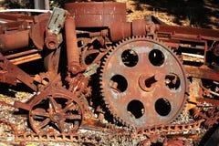 老生锈的齿轮和嵌齿轮 库存照片