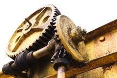 老生锈的齿轮接合与蠕虫齿轮 库存照片