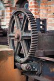 老生锈的齿轮,机器零件 库存照片