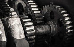 老生锈的齿轮,黑白的特写镜头 免版税库存照片