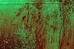 老生锈的轻的深绿带红色绿色铁金属墙壁与 免版税库存图片
