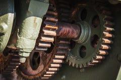 老生锈的绿色齿轮,特写镜头照片 库存图片