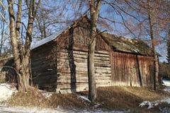 老用木材建造的谷仓 免版税库存照片