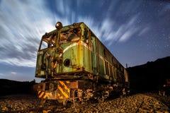老电力机车在晚上在里约Tinto,韦尔瓦省,西班牙 免版税图库摄影