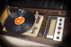 老电唱机 库存图片