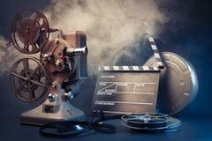 老电影放映机和电影对象 免版税库存照片