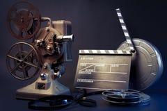 老电影放映机和电影对象 库存图片