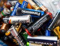 老电池在处置的一个容器收集 免版税库存照片