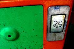 老电话硬币回归槽孔  免版税库存照片