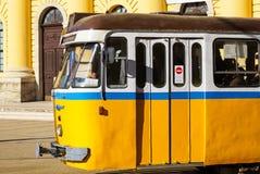 老电车在城市 免版税库存照片