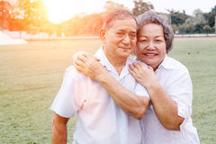 老男人和妇女微笑 库存图片