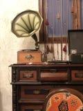 老留声机 减速火箭的音乐、歌曲和纪录 免版税库存照片