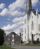 老白色教会在农村新泽西 免版税库存照片