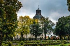 老白色教会由石头制成 图库摄影