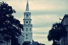 老白色教堂钟塔 库存照片