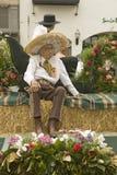 更老的墨裔美国人的人坐游行浮游物在举行的每年老西班牙几天节日每8月在圣塔巴巴拉,加利福尼亚 免版税库存照片