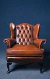 老皮革扶手椅子 库存图片