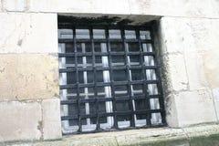 老监狱视窗 免版税库存图片
