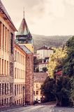 老真正的学校在采矿镇Banska Stiavnica,红色过滤器 免版税库存图片