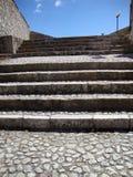 老石台阶和路 免版税库存图片