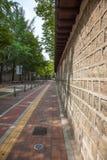 老石墙在汉城 30更改的卫兵7月韩国国王好朋友s汉城南部 免版税库存照片