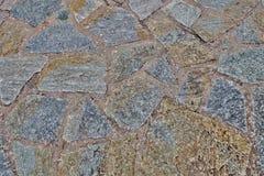 老石头异常的墙壁背景  免版税库存照片
