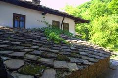 老石屋顶房子 免版税库存图片