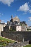老石房子在瓦讷,布里坦尼 免版税库存照片