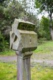 老石日规在森林 免版税库存图片