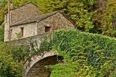 老石桥梁在Zagori地区,伊庇鲁斯同盟,希腊 库存图片