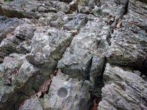 老石背景纹理 洞墙壁或地面生锈的样式 免版税图库摄影