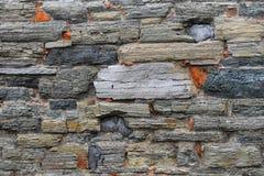 老石头层状墙壁 库存图片