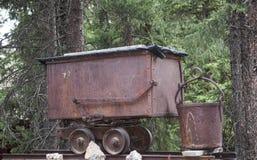 老矿区铁路无盖货车 库存照片