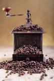 老研磨机用咖啡豆 库存图片