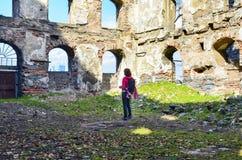 老砖和石墙,大厦废墟  免版税库存图片