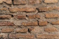 老砖墙以镇压和抓痕 背景砖图象rastre墙壁 免版税图库摄影
