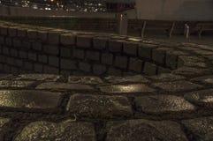 老砖墙在城市 库存照片