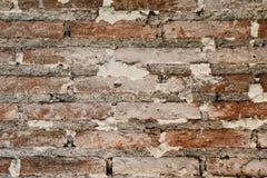 老砖墙纹理,被绘的困厄的墙壁表面背景 免版税库存图片