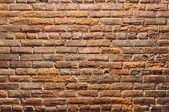 老砖墙背景在晚上 免版税库存照片