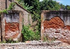 老砖墙被毁坏的巴西 库存照片