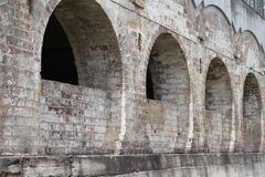 老砖曲拱 免版税库存照片
