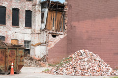 老砖瓦房整修 免版税库存照片